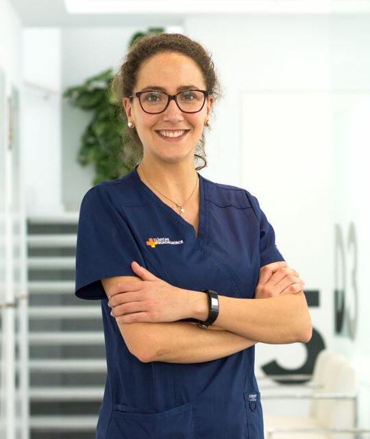 monica-dentista-cartama